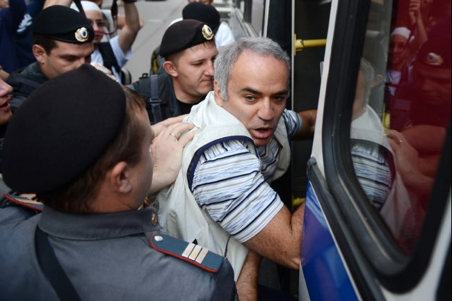 Garry_kasparov_arrested_2012_08-17